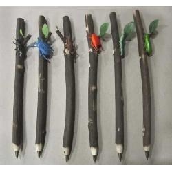 Bolígrafos insectos surtidos en caja acetato (precio unidad)