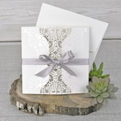 Invitación de boda lazo morado