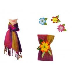 Pañuelo multicolor con flecos y flor de fieltro