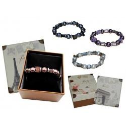 Pulsera de perlas de color y caja con almohadilla