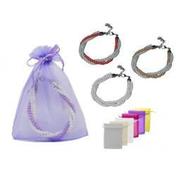 Pulsera triple de perlas blancas / colores y bolsa de tul