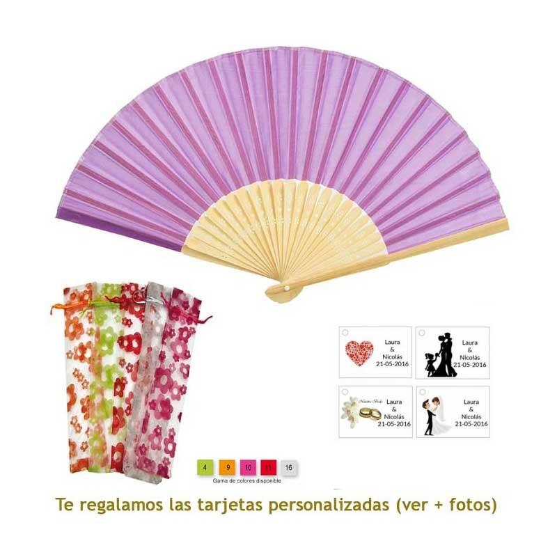 Abanico de bambú en color morado en bolsa de organdil con flores