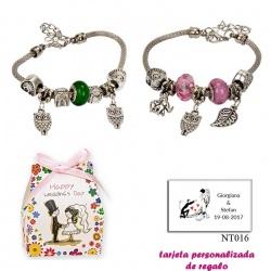 Pulsera con abalorios en colores surtidos (verde o rosa) y colgantes de búhos y elefantes