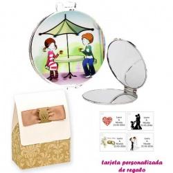 Espejo con sombrilla y niños, con caja de elgante estampado marrón y blanco, y tarjeta personalizada