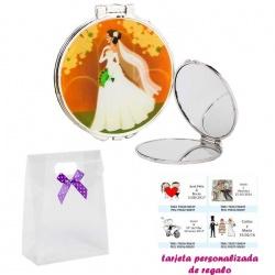 Espejo con una elegante novia con velo, con caja de acetato con lazo morado de lunares y tarjeta personalizada