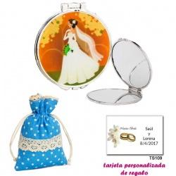 Espejo con una elegante novia con velo, con bolsa de lunares de color azul, y tarjeta personalizada