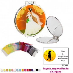 Espejo con una elegante novia con velo, con bolsa de organza multicolor, y tarjeta personalizada