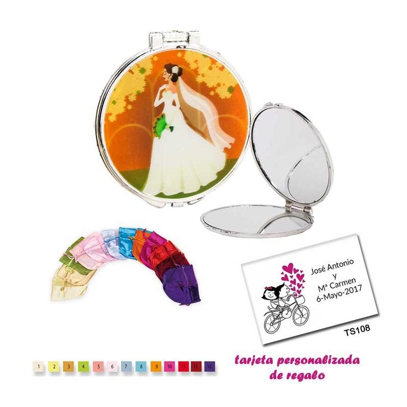Espejo con una elegante novia con velo, con bolsa de raso multicolor, y tarjeta personalizada