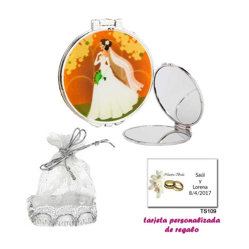 Espejo con una elegante novia con velo, con una elegante bolsa plateada, y tarjeta personalizada