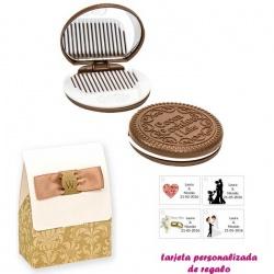 Espejo Galleta Oreo con peine blanco y con caja de elgante estampado marrón y blanco, y tarjeta personalizada