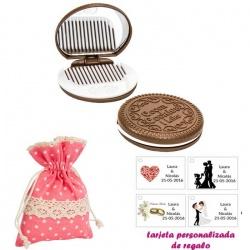 Espejo Galleta Oreo con peine blanco y con bolsa de lunares de color rosa, y tarjeta personalizada