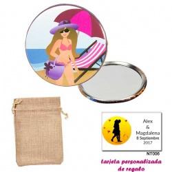Espejo de Chapa con chica en la Playa, con bolsa de saco marrón y tarjeta personalizada