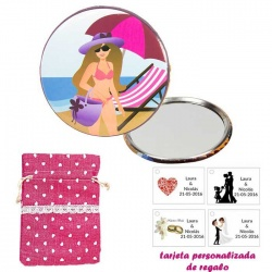 Espejo de Chapa con chica en la Playa, con bolsa de saco rosa estampada y tarjeta personalizada