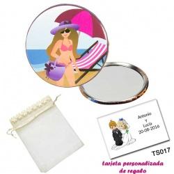 Espejo de Chapa con chica en la Playa, con bolsa de organza con flores en el filo de color beige, y tarjeta personalizada