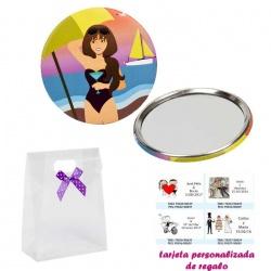 Espejo de Chapa con chica en la Playa, con caja de acetato con lazo morado de lunares y tarjeta personalizada