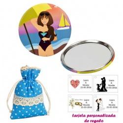 Espejo de Chapa con chica en la Playa, con bolsa de lunares de color azul, y tarjeta personalizada