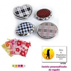 Espejos plateados con cuadros escoceses, con bolsa de organza con motivos florales multicolor, y tarjeta personalizada