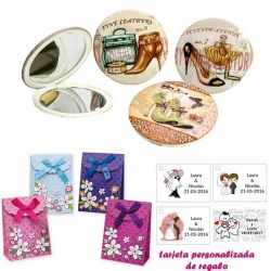 Espejos vintage con zapatos de tacón y bonitos dibujos, con caja de flores y tarjeta personalizada