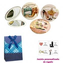 Espejos vintage con zapatos de tacón y bonitos dibujos, con caja de flores y lazo azul, y tarjeta personalizada