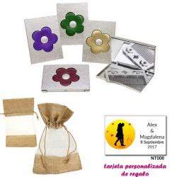 Espejo plateado con una flor grande, y con un peine en el interior, con bolsa de saco marrón y tull, y tarjeta personalizada