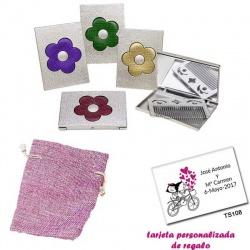 Espejo plateado con una flor grande, y con un peine en el interior, con bolsa de saco rosa y tarjeta personalizada