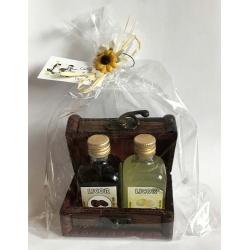 Baúl + 2 botellas de licor + bolsa + tarjeta personalizada