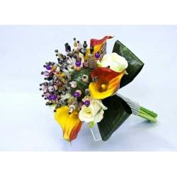 Ramo calas amarillas y rosas blancas (alfileres no incluidos)